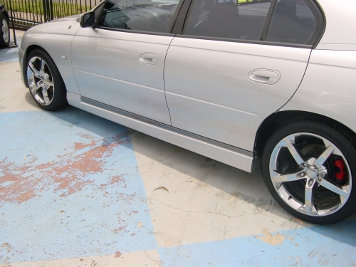3 VY CLUBSPORT SEDAN SIDE SKIRTS .JPG