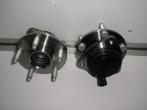 HOLDEN COMMODORE VE WM FRONT HUB WHEEL BEARING HUB ABS pair brand new L/H & R/H