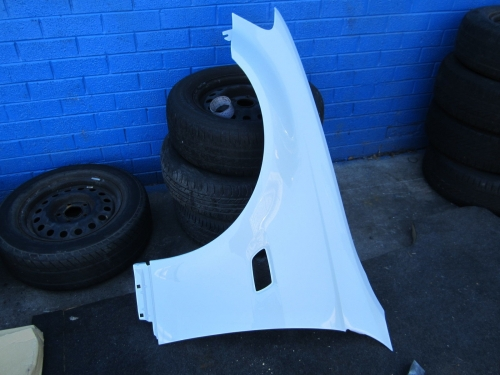HOLDEN COMMODORE VE GUARD VE SV6 OMEGA FENDER white NEW LEFT L/H LH PASSENGER