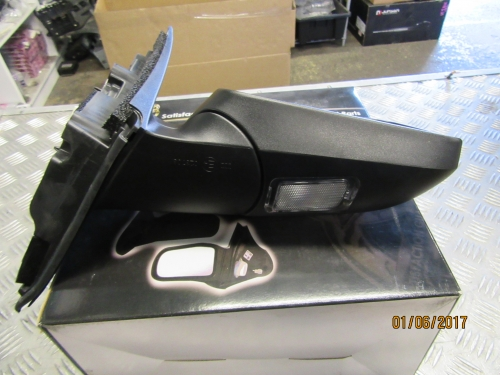 HOLDEN COMMODORE VE VE2 ELECTRIC DOOR POWER MIRROR RH new WITH THE LIGHT