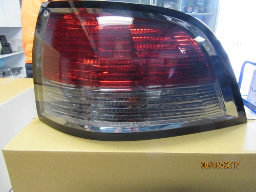 HOLDEN COMMODORE VE STATION WAGON TAIL LIGHT R/H BRAND NEW GENUINE