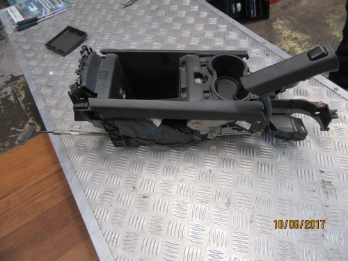HOLDEN COMMODORE VE HAND BRAKE AND CENTRE CONSOLE CUP HOLDER ASSEMBLY