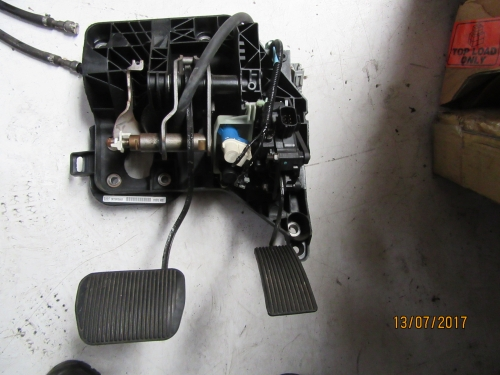 FORD TERRITORY PEDAL BOX ACCELERATION AND BRAKE PADEL WITH ADJUSTABLE HEIGHT