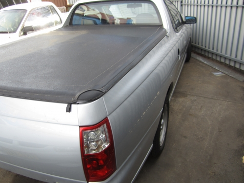 HOLDEN COMMODORE VZ UTE CURRENTLY WRECKING