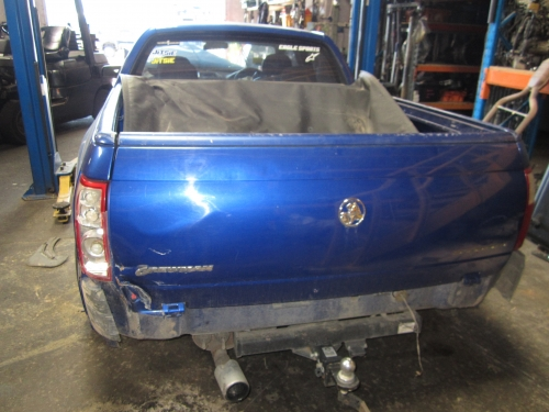 Holden Commodore VZ CREWMAN V6 CURRENTLY WRECKING 1WHEEL NUT