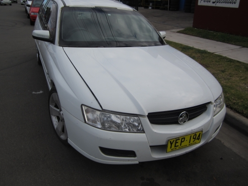 HOLDEN COMMODORE VZ WAGON CURRENTLY WRECKING