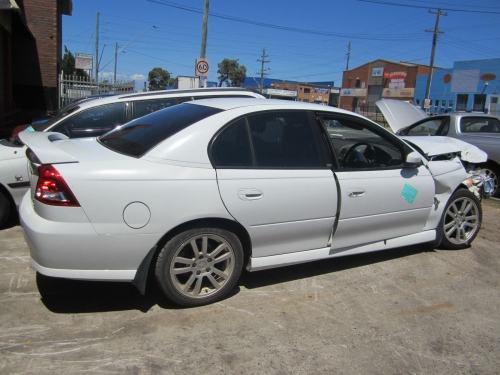 VY SERIES 2 V6 MANUAL SEDAN WRECKING